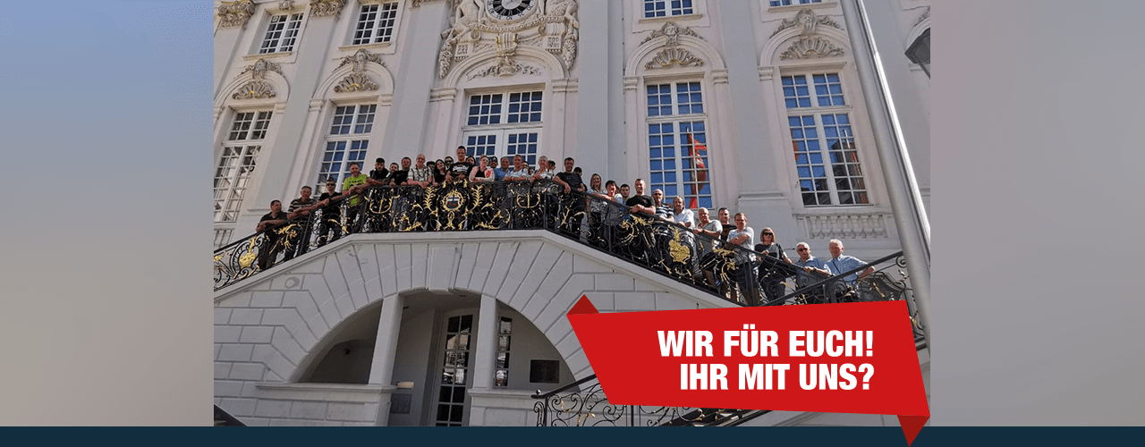 Gruppenbild der Ausflugsteilnehmer vor dem Alten Rathaus in Bonn